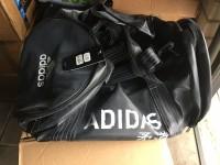 Adidastassen in de aanbieding
