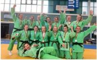 Carmen wint goud met haar team